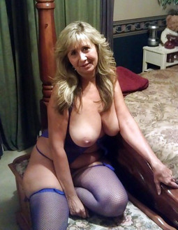 Sex starved mature girlfriends naked..