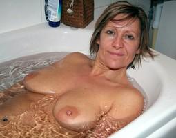 Various photos with naked mature women..