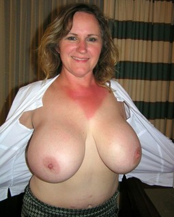 Busty mature BBWs private nude pics