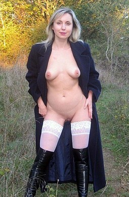 Mature Ladies Flashing holes or NIP..