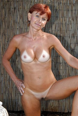 Savory home photos with naked American..