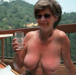 Pay attention to these naked moms