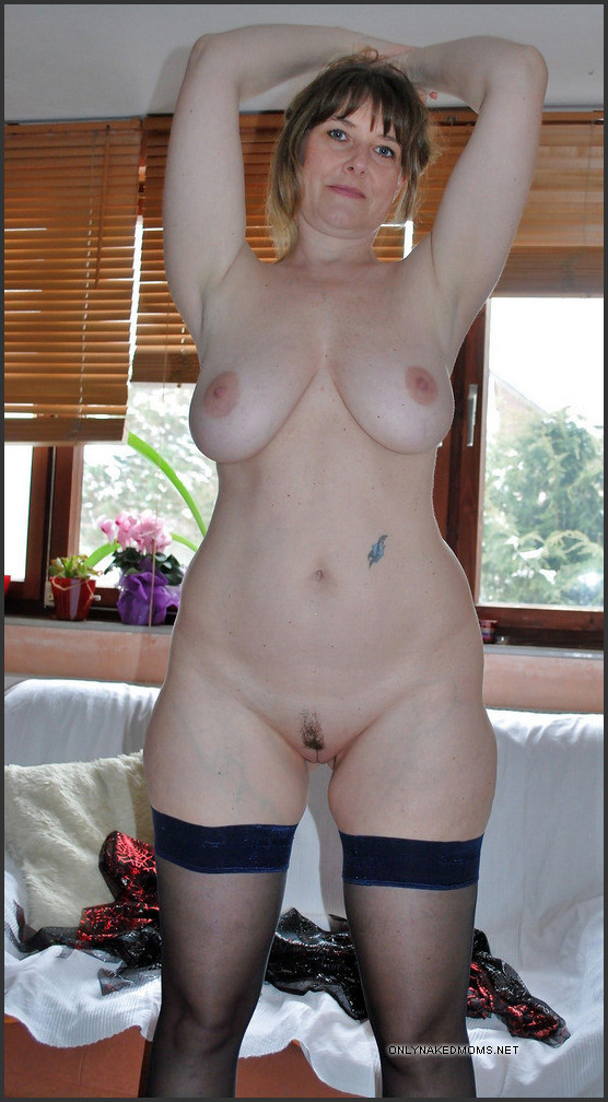 naked curvy mature